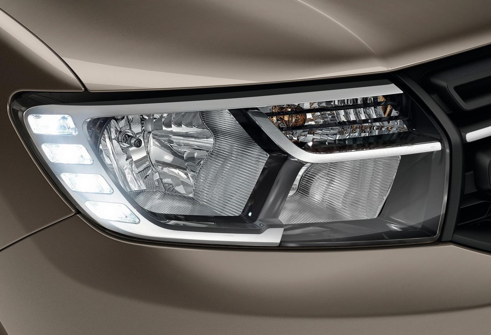 Inchiriere Dacia Logan. Detaliu far